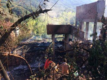 Kastamonu'da Çıkan Yangında 2 Ev Kullanılamaz Hale Geldi