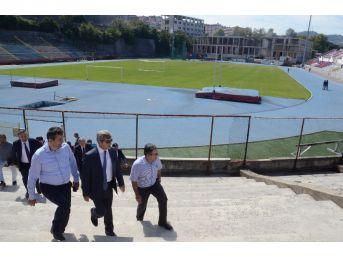 Vali Çınar Ve Beraberindeki Heyet Stadı İnceledi