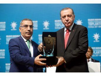 Cumhurbaşkanı Erdoğan'dan Başkan Çelikcan'a Ödül