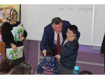 Başkan Duymuş, 1'inci Sınıfları Ziyaret Etti