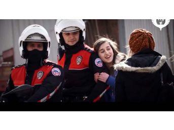 Bursa Polisinden 'kurtuluş' Videosu