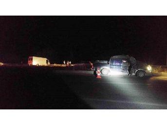Denizli'de Kamyonetle Minibüs Çarpıştı: 1 Ölü, 2 Yaralı