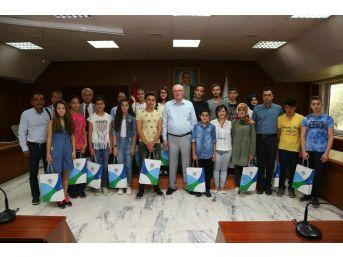 Emek'in Başarılı Öğrencileri Başkan Kurt'u Ziyaret Etti