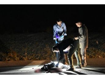 Yol Ortasında Bacakları Parçalanmış Erkek Cesedi Bulundu