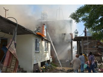 19 Mayıs'ta Ev Yangını
