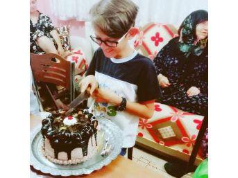 Tekirdağ'da 8 Kişi Doğum Günü Pastasından Zehirlendi