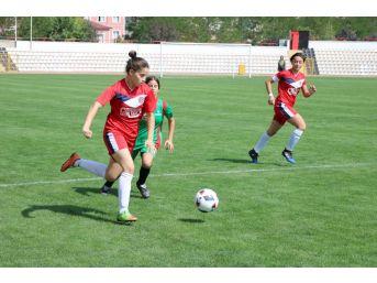 Futbolda Genç Kızlar Kocaeli Temsilcisi Tur Atladı