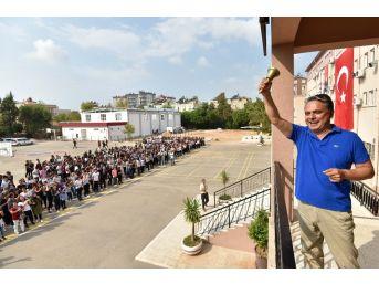 Başkan Uysal, İlk Ders Zilini Çaldı