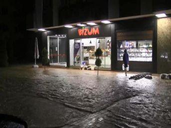 Vali Doğanay'Dan, Yağmurun Vurduğu Arhavi'Ye Ziyaret (2)