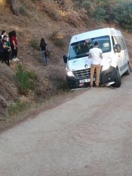 Öğrencilerin Aklına Uyan Servis Şoförü Yolda Kaldı