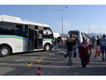 Balıkesir'de Minibüsler Çarpıştı: 11'i Öğrenci 21 Kişi Yaralı