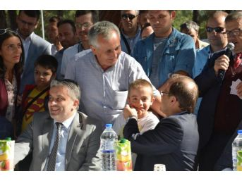 Başbakan Yardımcısı Hakan Çavuşoğlu, Hafız Çocuklara Sertifikalarını Verdi (3)