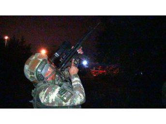 Hırsızlık Şüphelisi, Çatışmada 2 Polisi Yaralayıp Kaçtı