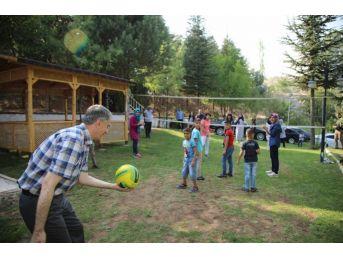 Başkan Yanılmaz, Sevgi Evlerindeki Çocuklarla Piknik Yaptı
