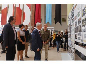 Mimarlık Ve Tasarım Fakültesi Mezunları Projelerini Sergiledi