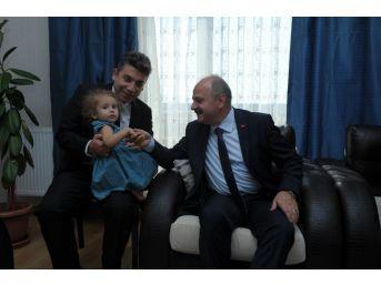 Vali Çakacak Ve Komutan Gülan, Gazi Akbulut'u Evinde Ziyaret Etti