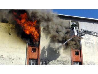 Hatay'Da Sünger Mağazasında Yangın