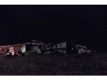 Atatürk Havalimanı'na Uçak Iniş Sırasında Düştü: 4 Yaralı, Vali Şahin Açıklama Yaptı