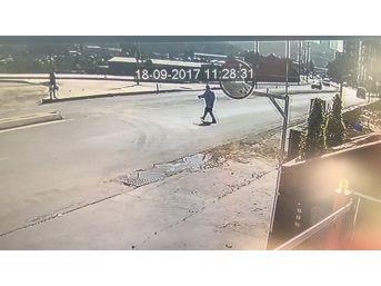 (özel Haber) Kağıthane'de Yayanın Aracın Çarpmasıyla Metrelerce Havaya Uçtuğu Kaza Kamerada