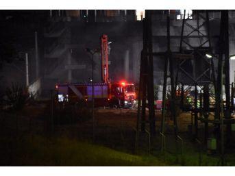 Metro İstasyonunun Yakınında Yangın Çıktı, Seferler Durduruldu