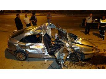 Devrilen Otomobildeki 5 Kişi Yaralandı