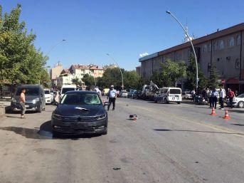 Otomobilin Çarptığı Elektrikli Bisiklet Sürücüsü Ağır Yaralandı