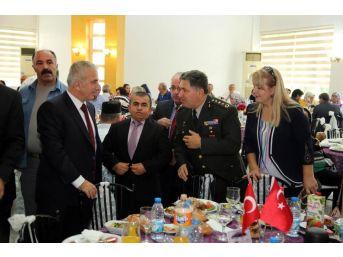 Vali Süleyman Kamçı Gazilerle Bir Araya Geldi