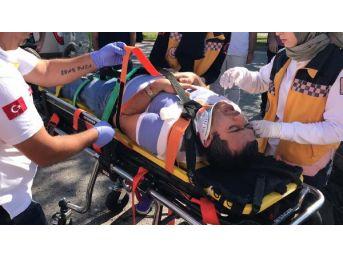 Işık Ihlali Yapan Araç Kazaya Neden Oldu, Sürücü Yaralandı