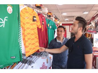 Galatasaray Ürünlerine İlgi
