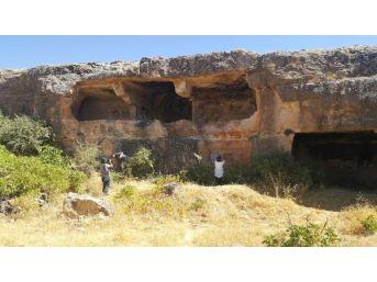 Midyat'ta 1300 Yıllık Tarihi Kaya Manastırı, Keşfedilmeyi Bekliyor