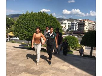 Marmaris'te Kargo Ile Uyuşturucuya 3 Tutuklama