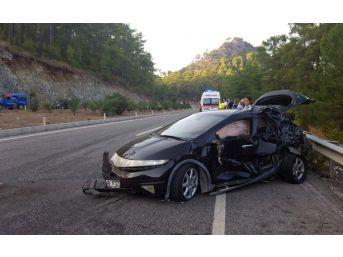 Marmaris'te Minibüs İle Otomobil Çarpıştı: 10 Yaralı