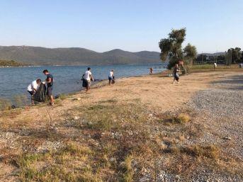 Milas'ta Kazıklı Sahili Temizlendi