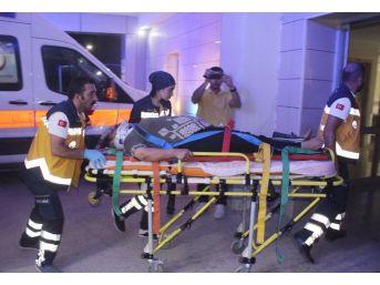 Otoyolda Geri Geri Gelirken Tır Çarptı: 1 Ölü, 4 Yaralı