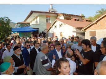 Eski Başbakan Davutoğlu'na Eşinin Köyünde Yoğun İlgi