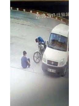 Çocukların Motosiklet Hırsızlığı Kamerada