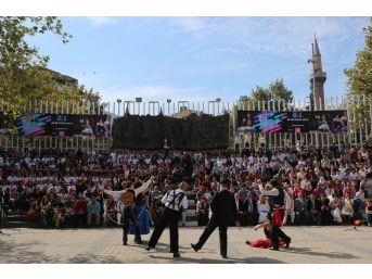 Tiyatro Festivali'nde 22. Yıl Coşkusu