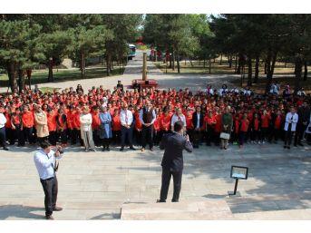 Atatürk Üniversitesi Vakıf Okulları Öğrencileri, İlk Dersi Kars Kapı Şehitliği'nde Yaptı