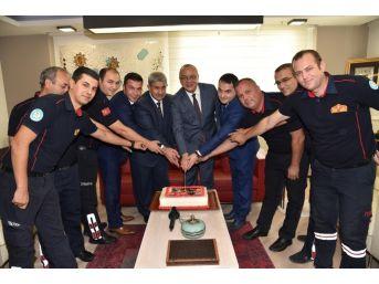 Başkan Ergün İtfaiyecilerle Birlikte Pasta Kesti