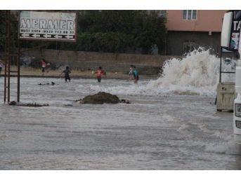 Su Borusu Patladı, Ilçe Göle Döndü