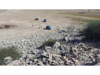Amatör Balıkçı, Baraj Gölünde Patlamamış El Bombası Buldu