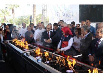 Adana Lezzet Festivali Açılışında Sahnede İzdiham