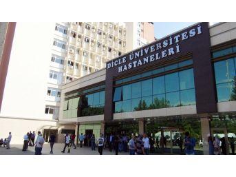 180 Taşeronun İşine Son Verildi, Çalışanlar Üniversite Önünde Toplandı