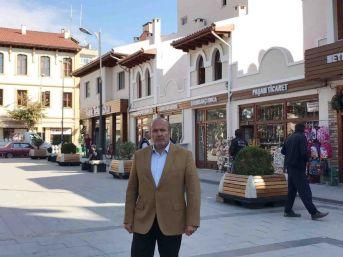 Taşköprü Cumhuriyet Meydanı'na Yakışan Dış Cephe Yenilemesi