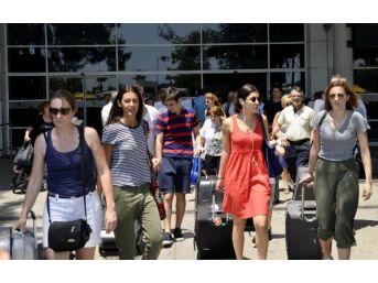 Antalya'ya Hava Yoluyla Gelen Turist Sayısı 9.5 Milyonu Geçti