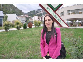 Üçüncü Üniversitesini Okuyan Hülya'nın En Büyük Hayali Kaymakam Olmak