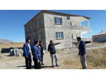 Bitlis Afad Müdürü Balkan, Eyy Modeli İle Yapımı Devam Eden Afet Konutlarında İncelemelerde Bulundu