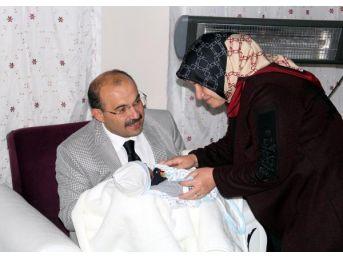 Bitlis Valisi, Yeni Doğum Yapan Şehit Eşini Ziyaret Etti