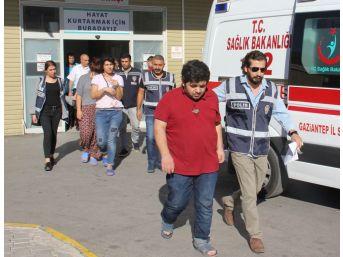Gaziantep'te Polisle Girdiği Çatışmada Yaralanan Zanlının Yakınları Adliyeye Sevk Edildi