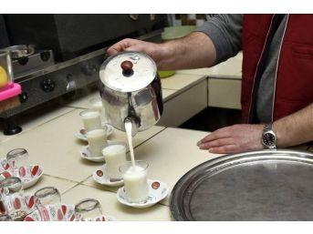 Bu İlçede Kahvelerde Sıcak Süt Satılıyor